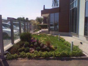 Озеленяване пред офис сграда Sun Systems [16]