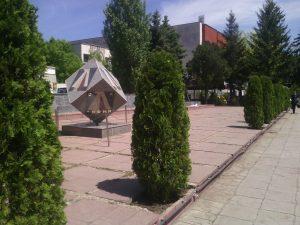 Озеленяване и поддръжка пред паметник на ФК Левски [2]