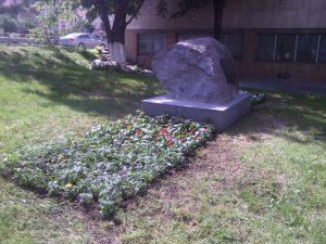 Озеленяване и поддръжка пред паметник на ФК Левски [7]