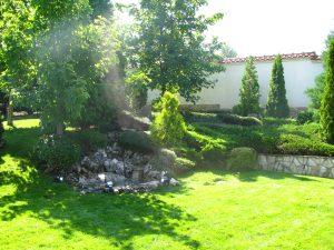 Поддържане и озеленяване на двор Горна Баня [13]